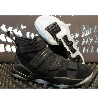 Nike Zoom Soldier XI