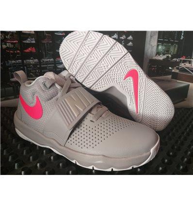 Nike Hustle D 8